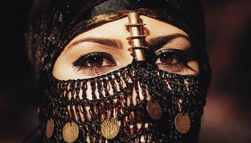 Girl in a Bedouin mask by mnadi